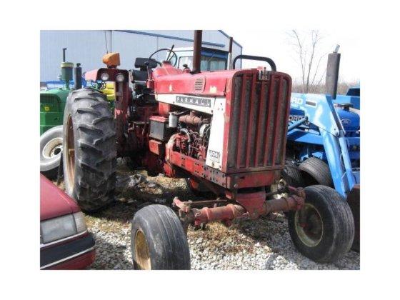 1966 FARMALL 806 Tractors in