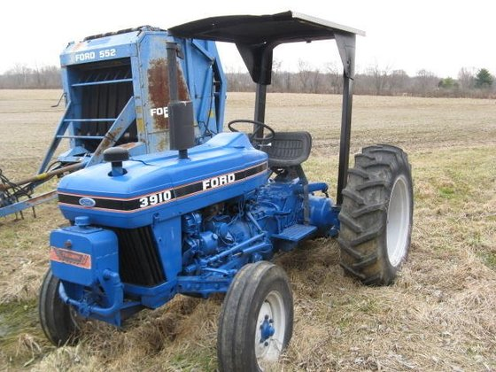 1990 FORD 3910 Tractors in