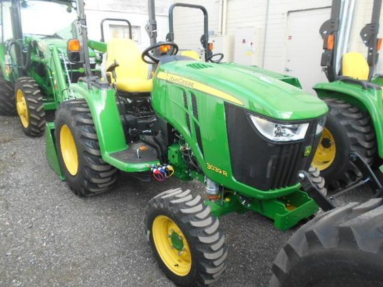 JOHN DEERE 3039R Tractors in