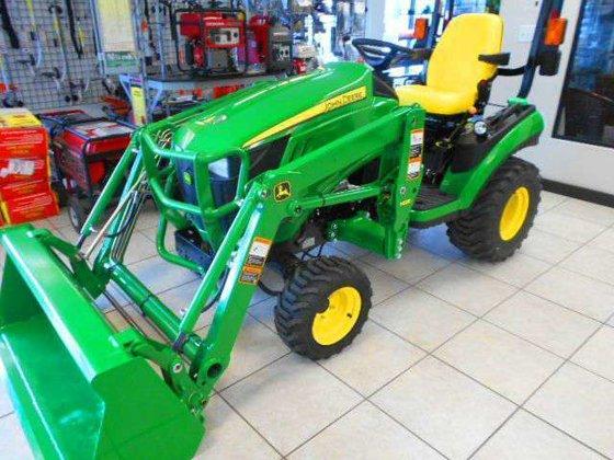 JOHN DEERE 1025R Tractors in