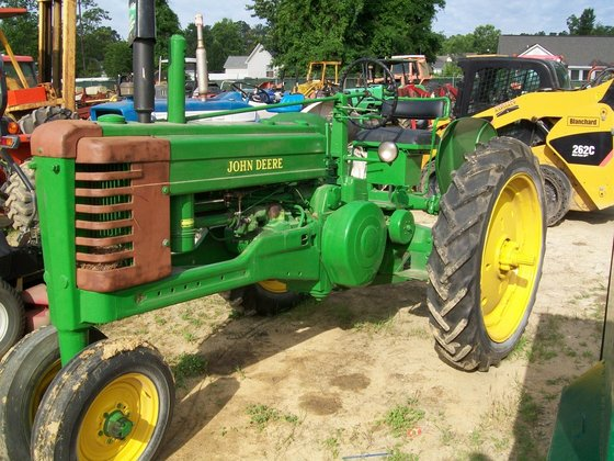 JOHN DEERE B Tractors in