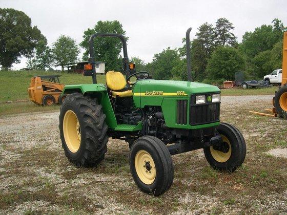 JOHN DEERE 5303 Tractors in