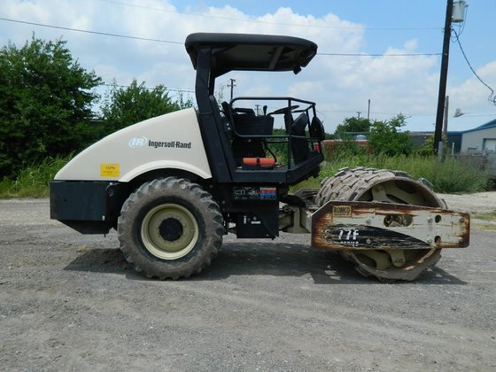 2004 INGERSOLL-RAND SD77FTF Vibratory compactor