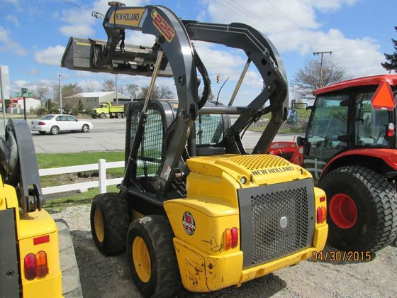2011 New Holland L225 Skid
