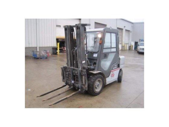 2005 NISSAN 60 Forklifts in