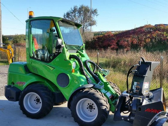 2013 Avant 640 Loaders in