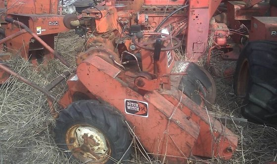 DITCH WITCH M422E Salvage equipment