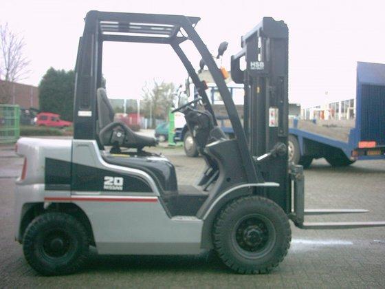 Nissan YL02A20 in Beneden-Leeuwen, Netherlands
