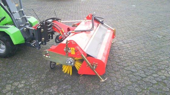 2013 Adler K 450H/1350 veegmachine,