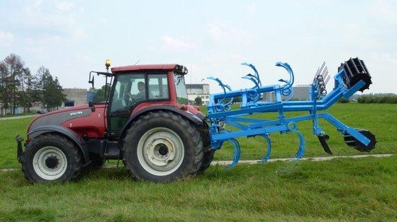 agrostunter stijvetandcultivator in Dussen, Netherlands