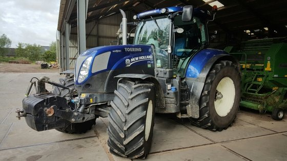 New Holland T7.210 AC in