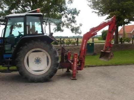 Weidemann Graafmachine tractor in Heinkenszand,