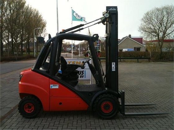 2006 Linde H35D-393 in Berlikum,
