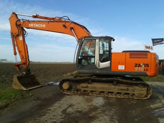 2009 Hitachi ZX210LC-3 in Biervliet,