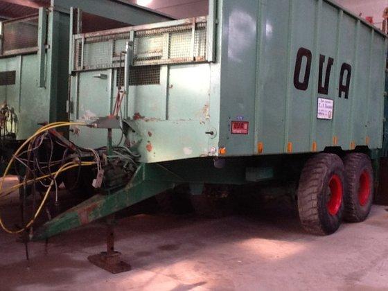 OVA aangedreven silagewagen in Vriezenveen,