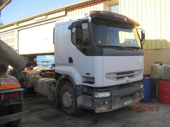 Renault Premium Lander in Avanne-Aveney,