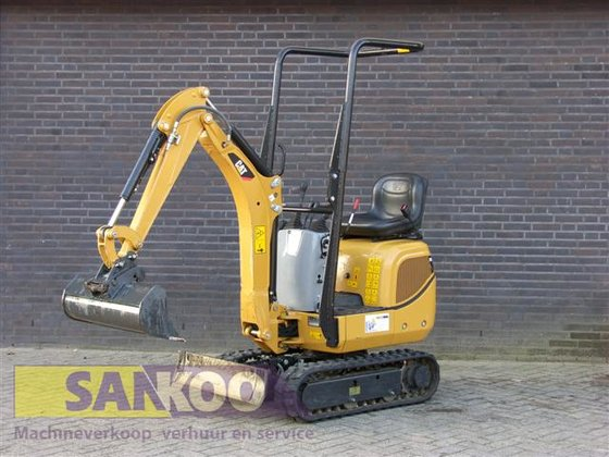 2012 Caterpillar 300.9D in Bergeijk,