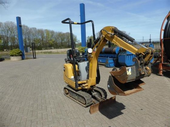 2012 Caterpillar 300.9D in Putten,