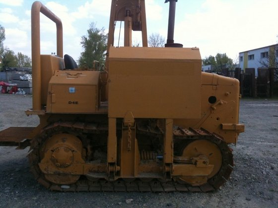 1984 Caterpillar D4E in Nancy,