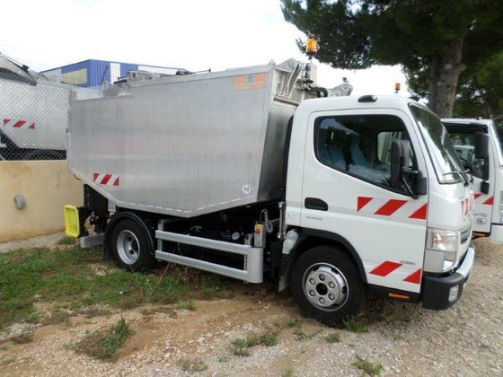 Mitsubishi Canter in Pont-du-Château, France