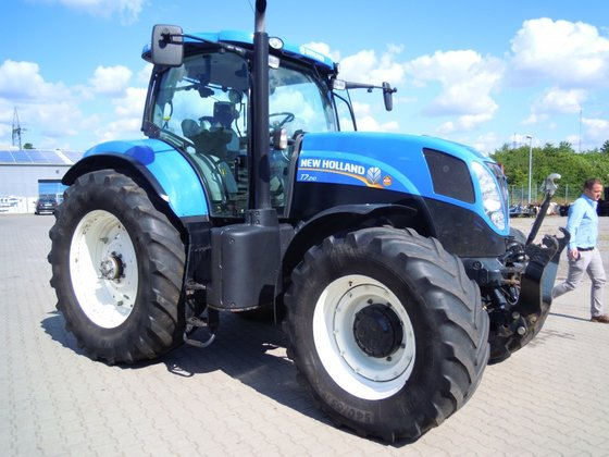 2011 New Holland T 7.210