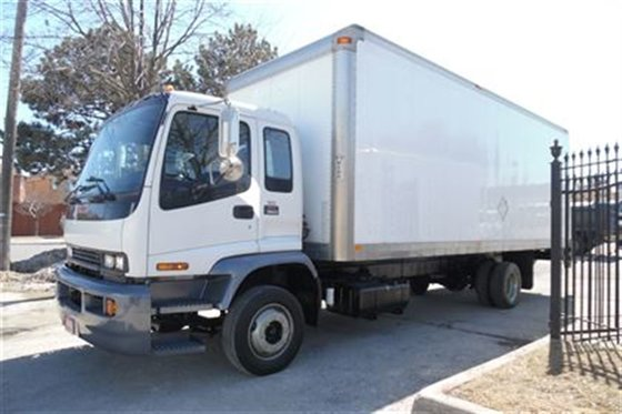 2008 GMC T6500 Regular licence,24ft,Automatic,liftgate.