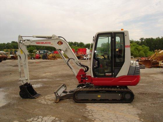 2011 TAKEUCHI TB235CR Excavator -