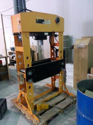 2000 100 ton Strongarm Model