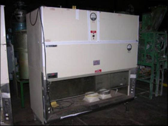 NUAIRE 415-600 FUME HOOD in