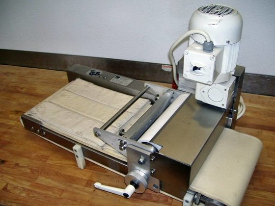 Fritsch BCW 1000 croissant wrapper