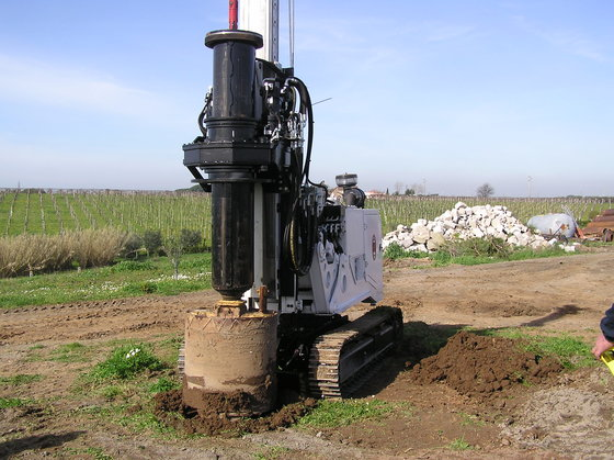Radio controlled piling rig in