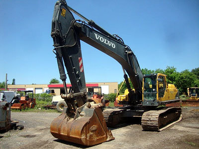 2004 VOLVO EC460BLC in Ivyland,