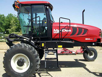 2014 MacDon M155 in Tulare,