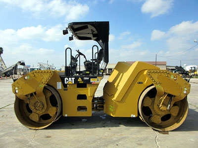 2010 CATERPILLAR CB64 TANDEM in