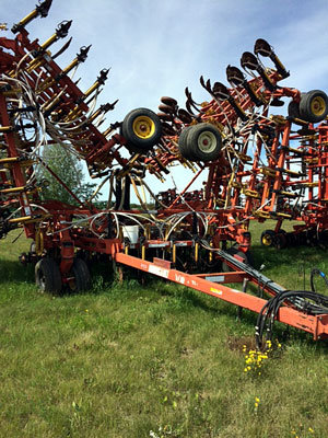 2004 BOURGAULT 5710-64 in Shoal