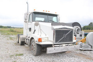 1996 Volvo RD Tractor in