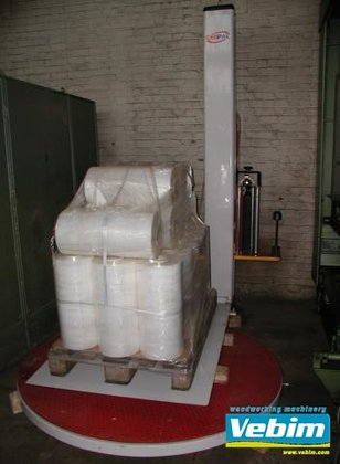 2001 Pallet wrapping machine in