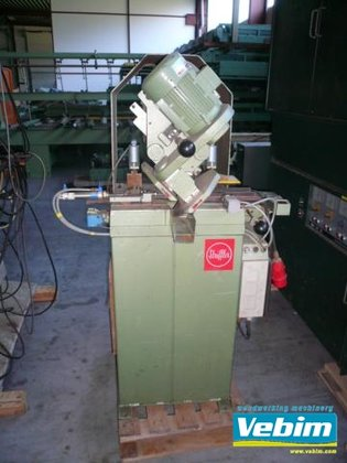 1980 Glass strip saw in