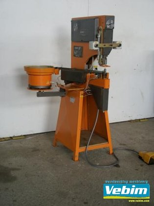 2002 T-nut inserting machine with