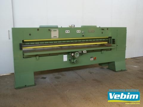 1980 veneer pack guillotine in