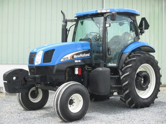 2005 New Holland TS135A in