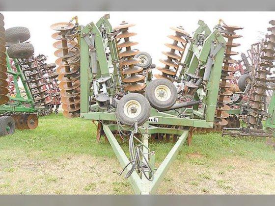 Wishek Steel 842NT in Maddock,