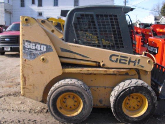 2005 Gehl 5640 in Newburg,