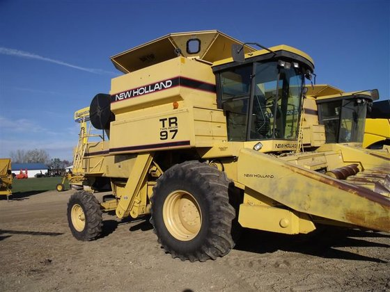 1995 New Holland TR97 in