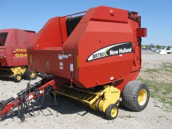 2004 New Holland BR780 in