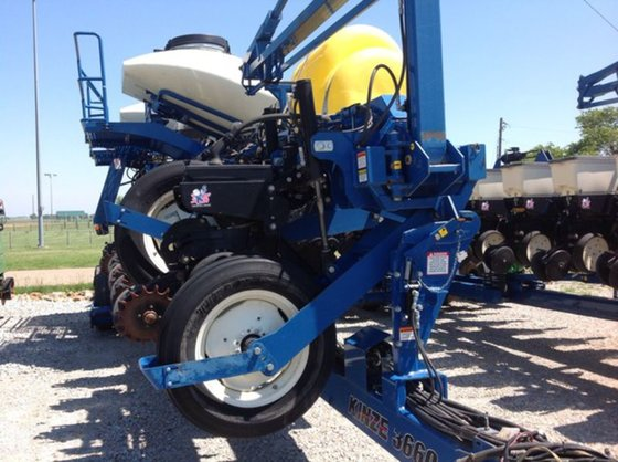 2009 Kinze 3660 in Hiawatha,