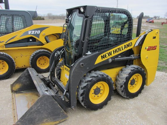2011 New Holland L215 in