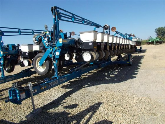 2001 Kinze 16 ROW in