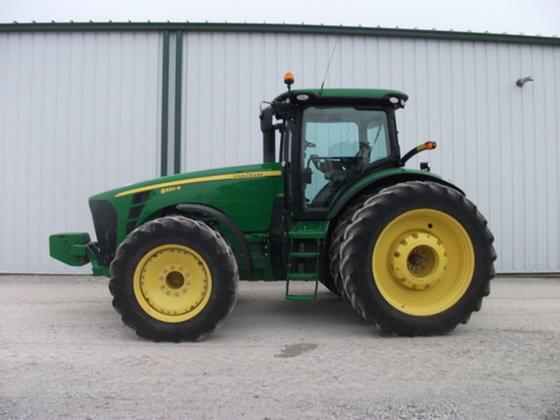 2010 John Deere 8320R in