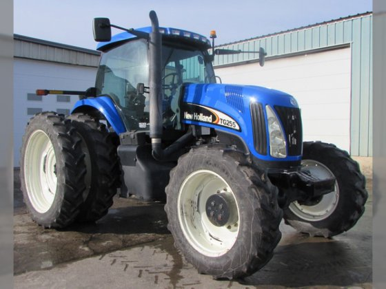 2005 New Holland TG255 in